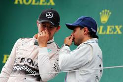 Yarış galibi Nico Rosberg, Mercedes AMG F1 podyumda ile üçüncü Felipe Massa, Williams