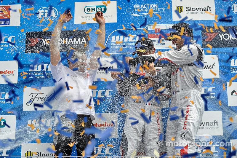 Podium: 1. Sébastien Loeb, 2. Jose Maria Lopez, 3. Yvan Muller