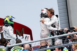 Juara balapan Nico Rosberg, peringkat kedua Lewis Hamilton, peringkat ketiga Felipe Massa