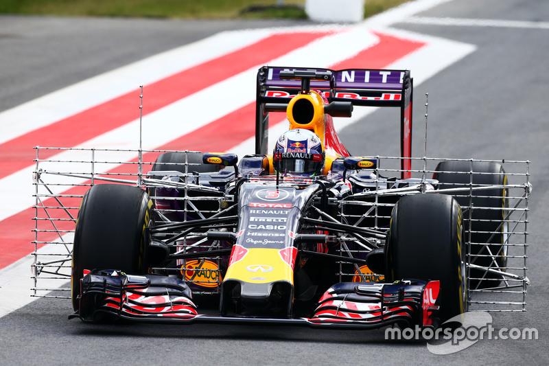 Daniel Ricciardo, Red Bull Racing RB11 menggunakan perlengkapan sensor