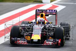 Daniel Ricciardo, Red Bull Racing RB11, fährt mit Messgeräten am Auto