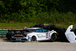 #25 Reiter Engineering Lamborghini Gallardo: Nicky Catsburg crashes