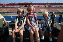Pembalap muda di pit box