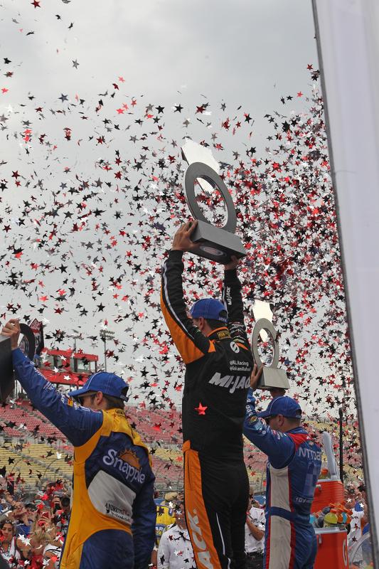 Podium: third place Marco Andretti, Andretti Autosport and winner Graham Rahal, Rahal Letterman Lani
