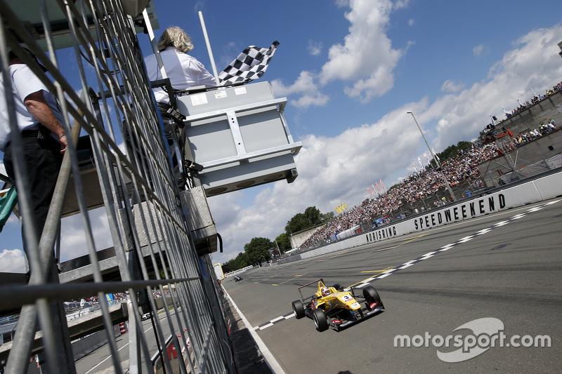 Race 3 Winner: 3 Antonio Giovinazzi, Jagonya Ayam with Carlin Dallara Volkswagen