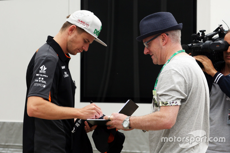 Ніко Хюлкенберг, Sahara Force India F1 роздає автографи фанатам
