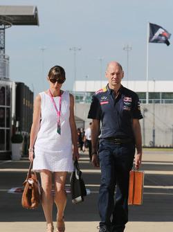 Эдриан Ньюи, технический директор Red Bull Racing со своей женой Мэриголд Ньюи