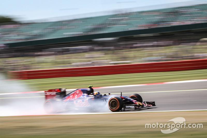 Carlos Sainz Jr., Scuderia Toro Rosso STR10 locks up saat mengerem