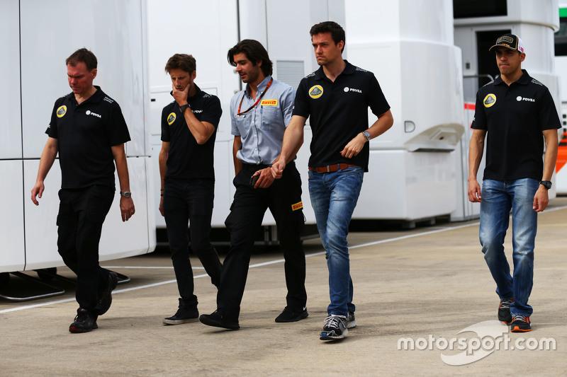 Alan Permane, Lotus F1 Team Trackside Operations Director with Romain Grosjean, Lotus F1 Team; Pirelli Engineer; Jolyon Palmer, Lotus F1 Team Test and Reserve Driver; and Pastor Maldonado, Lotus F1 Team