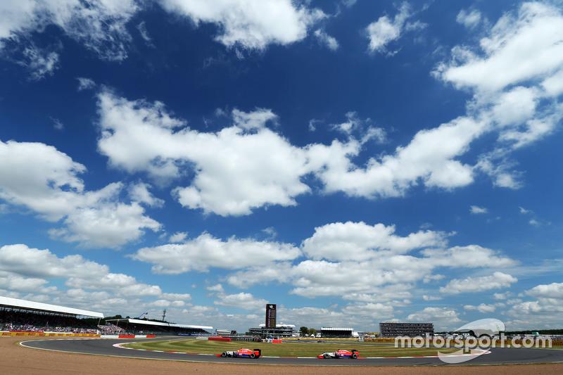 Roberto Merhi, Manor Marussia F1 Team, vor Teamkollege Will Stevens, Manor Marussia F1 Team