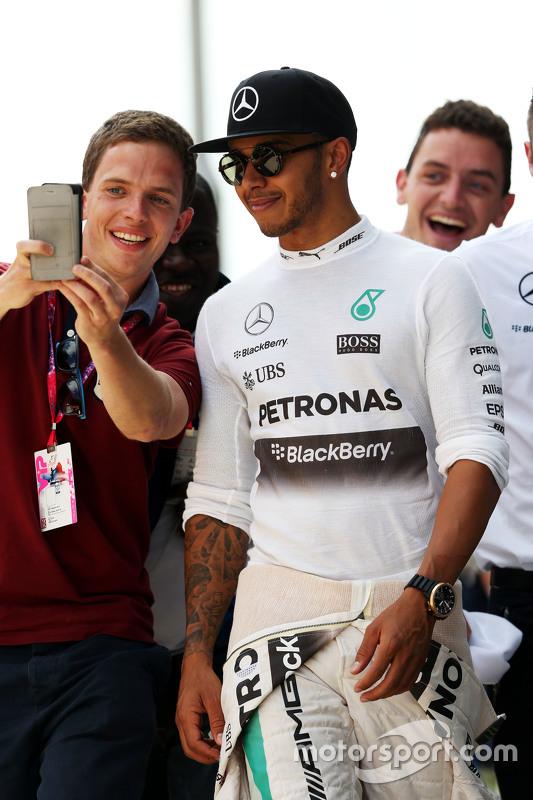 Lewis Hamilton, Mercedes AMG F1, mit Fans