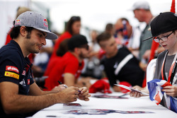 Carlos Sainz Jr., Scuderia Toro Rosso signs autographs for the fans