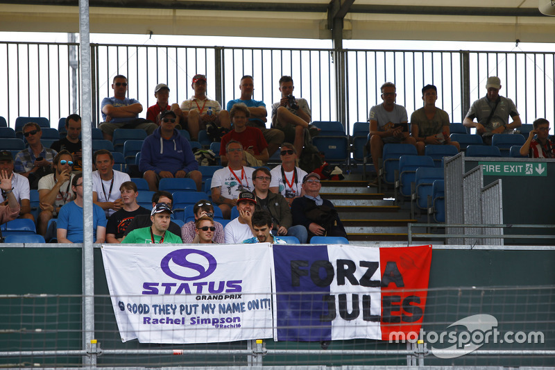 Status Grand Prix, Fans auf den Tribünen