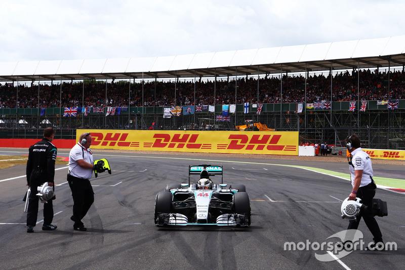 Lewis Hamilton, Mercedes AMG F1 W06 di grid