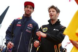 Daniel Ricciardo, Red Bull Racing, mit Romain Grosjean, Lotus F1 Team, bei der Fahrerparade