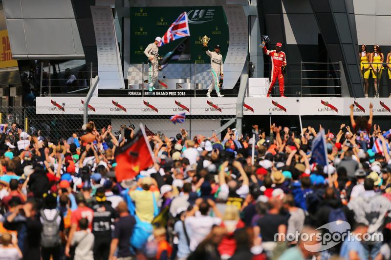 podium,: Nico Rosberg, Mercedes AMG F1, kedua; Lewis Hamilton, Mercedes AMG F1, juara balapan; Sebastian Vettel, Ferrari, ketiga.