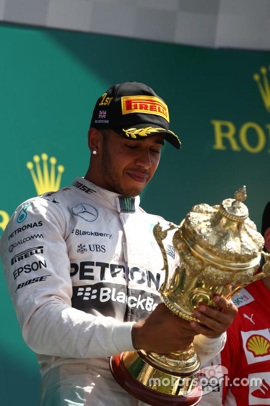 Posisi Pertama Lewis Hamilton, Mercedes AMG F1.