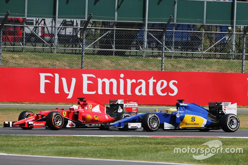 Kimi Räikkönen, Ferrari SF15-T, und Marcus Ericsson, Sauber C34