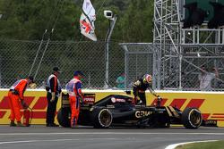 Pastor Maldonado, Lotus F1 E23 se retira de la carrera