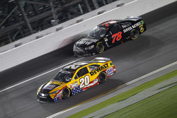 Martin Truex Jr., Furniture Row Racing Chevrolet and Matt Kenseth, Joe Gibbs Racing Toyota
