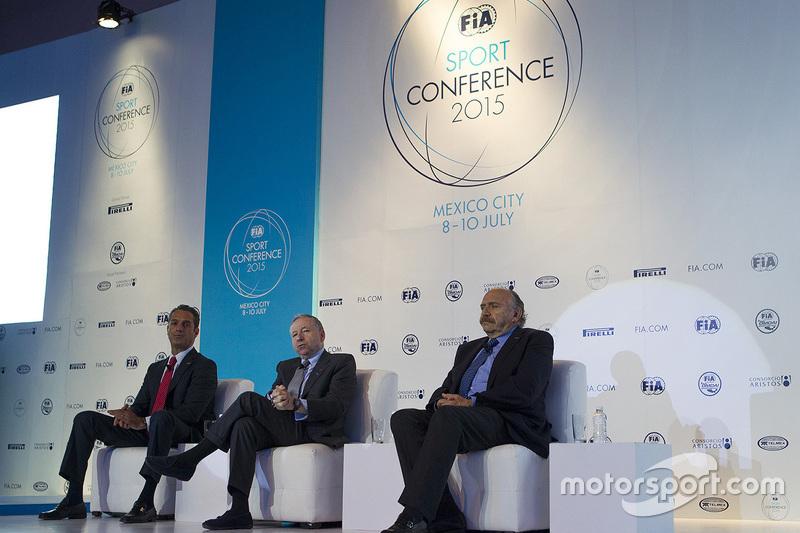 (Izq a Der) Carlos Slim Domit senador FIA, Jean Todt presidente de la FIA y José Abed vicepresidente