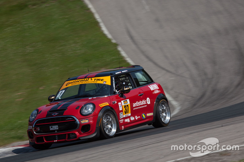 #37 Mini John Cooper Works Team Mini JCW: Zach Meyer, Remo Ruscitti