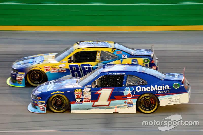 Elliott Sadler, Roush Fenway Racing Ford and Dale Earnhardt Jr., JR Motorsports Chevrolet