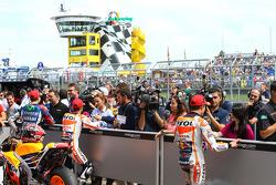 Marc Marquez, dan Dani Pedrosa, Repsol Honda Team, dan Jorge Lorenzo, Yamaha Factory Racing in parc ferme after qualifying