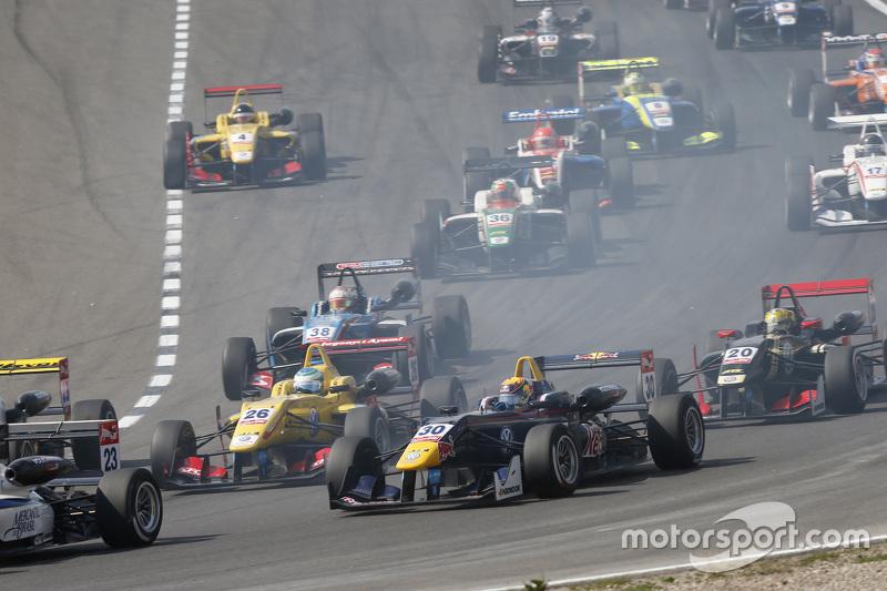Ryan Tveter, Jagonya Ayam with Carlin Dallara Volkswagen and Callum Ilott, Carlin Dallara Volkswagen