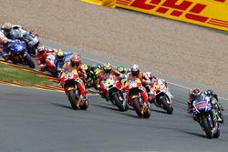 El inicio: Jorge Lorenzo, Yamaha Factory Racing toma la delantera