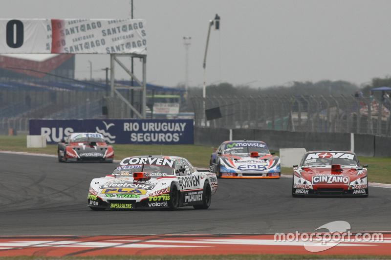 Juan Marcos Angelini, UR Racing Dodge dan Matias Rossi, Donto Racing Chevrolet dan Christian Lede sma, Jet Racing Chevrolet dan Jose Manuel Urcera, JP Racing Torino
