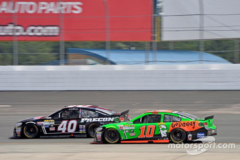 Landon Cassill, Hillman Circle Sport LLC Chevrolet and Danica Patrick, Stewart-Haas Racing Chevrolet