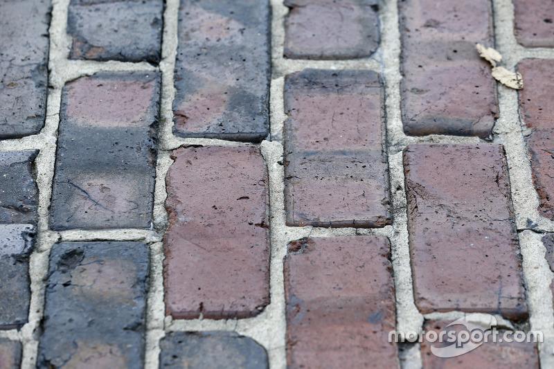 Halaman dari batu bata