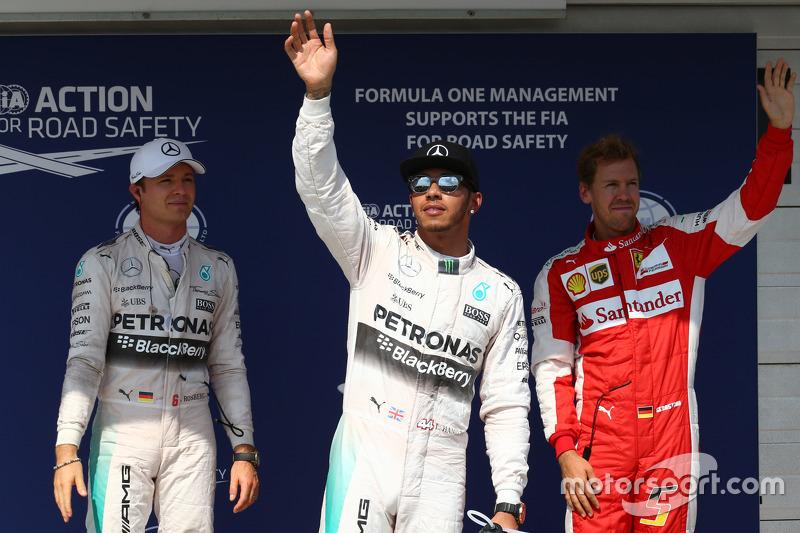 Peringkat kedua Nico Rosberg, dan polesitter Lewis Hamilton, Mercedes AMG F1, dan peringkat ketiga Sebastian Vettel, Ferrari SF15-T