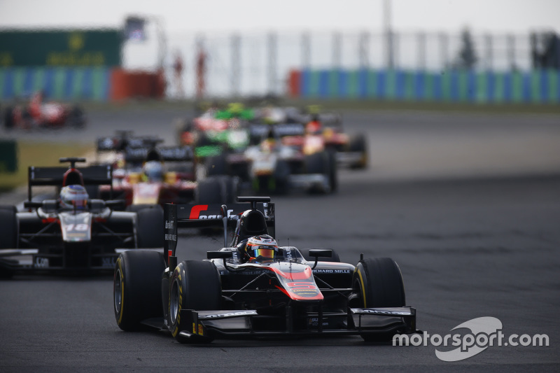 Stoffel Vandoorne, ART Grand Prix  memimpin Sergey Sirotkin, Rapax