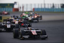 Stoffel Vandoorne, ART Grand Prix  leads Sergey Sirotkin, Rapax