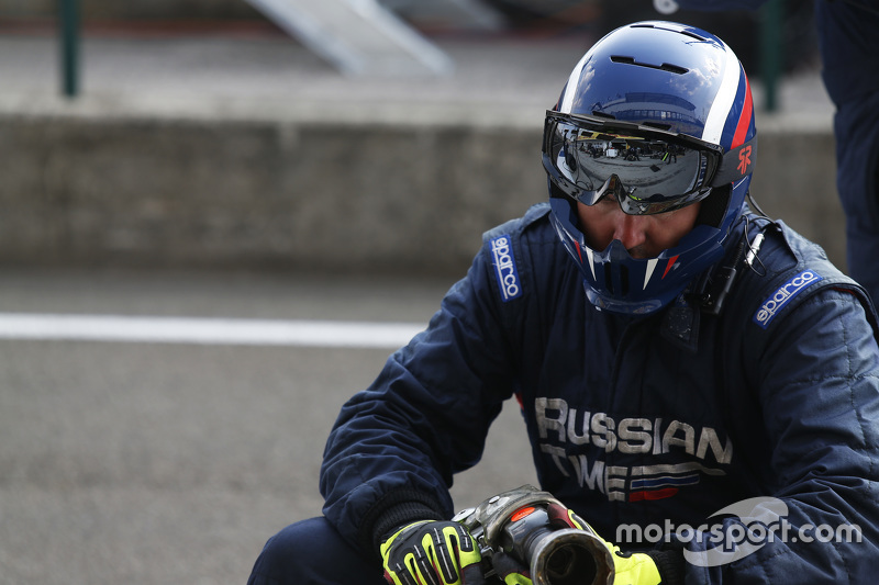 RUSSIAN TIME mechanic in the pit lane
