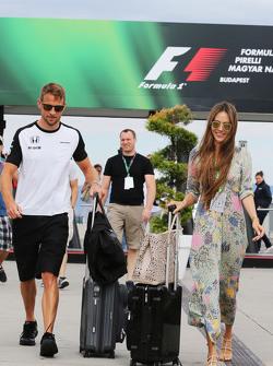 (Kiri ke Kanan): Jenson Button, McLaren dengan istrinya Jessica Button