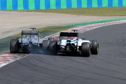 Льюис Хэмилтон, Mercedes AMG F1 (слева), и Фелипе Масса, Williams F1
