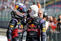 Daniel Ricciardo, Red Bull Racing en Daniil Kvyat, Red Bull Racing vieren in parc ferme