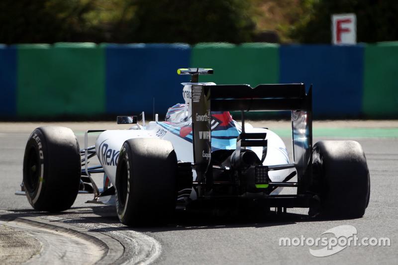 Valtteri Bottas, Williams FW37 mengalami kebocoran