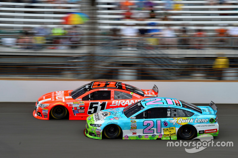 Justin Allgaier, HScott Motorsports Chevrolet and Ryan Blaney, Woods Brothers Racing Ford