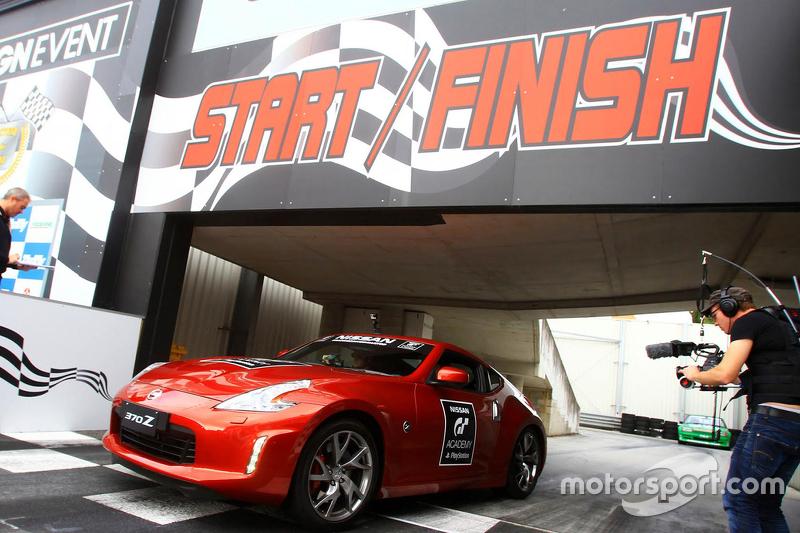 Simon Feigl berkompetisi di Nissan GT Academy