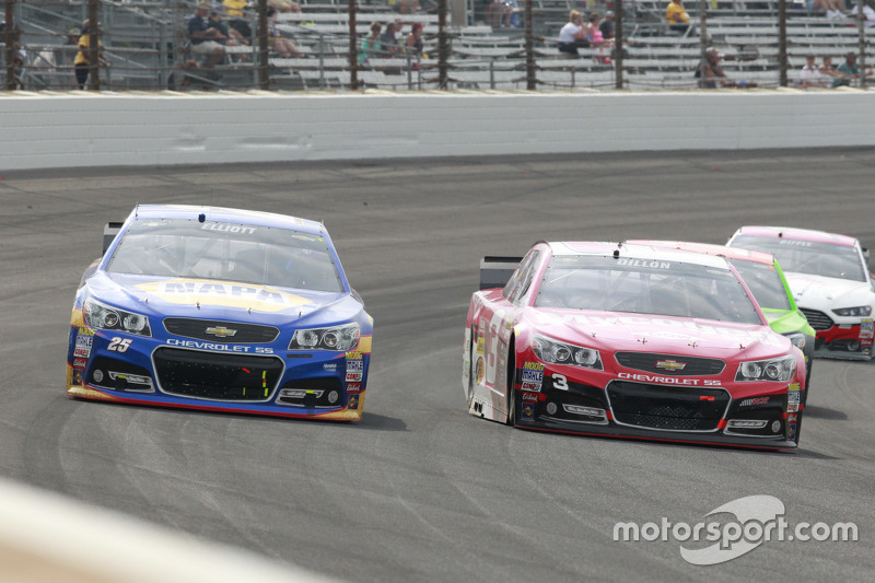 Chase Elliott, Hendrick Motorsports Chevrolet dan Austin Dillon, Richard Childress Racing Chevrolet