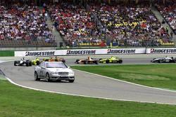 Mika Hakkinen, McLaren derrière le Safety Car