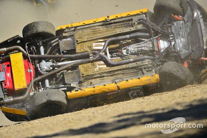Hard crash for #35 Phoenix American Motorsports Ford Mustang Boss 302: Preston Calvert