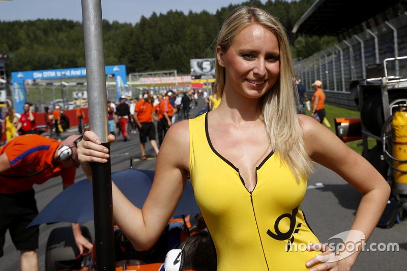 Gridgirl of Mikkel Jensen, kfzteile24 Mücke Motorsport Dallara F312 _x0096_ Mercedes-Benz