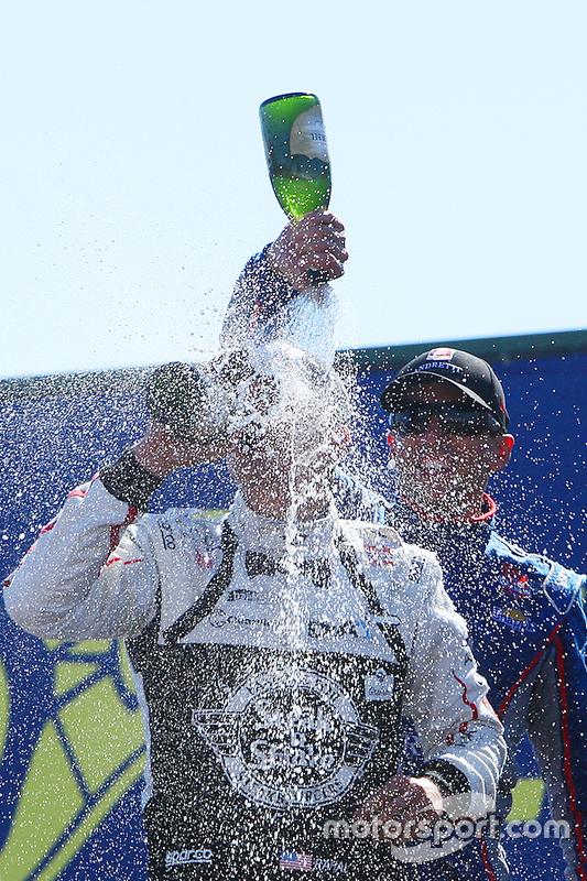 Podium: race winner Graham Rahal, Rahal Letterman Lanigan Racing Honda, second place Justin Wilson,