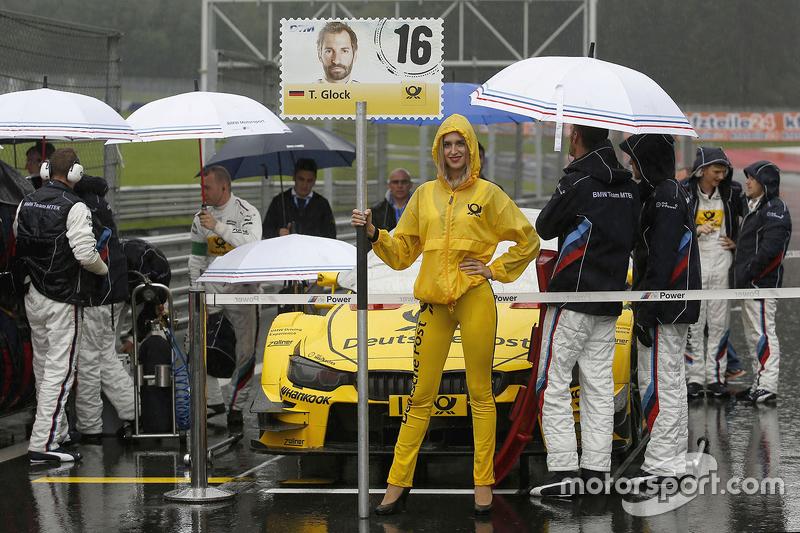 Gridgirl of Timo Glock, BMW Team MTEK BMW M4 DTM
