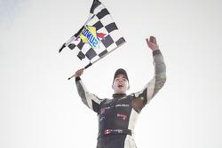 Juara balapan Kevin Lacroix